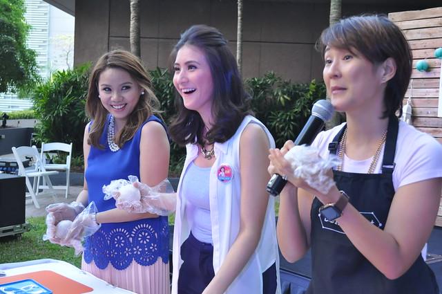 Bento Box Mom Kat Maderazo teaching GSKs Dr. Sheila Chua and Expert Mom Rica Bonifacio 2