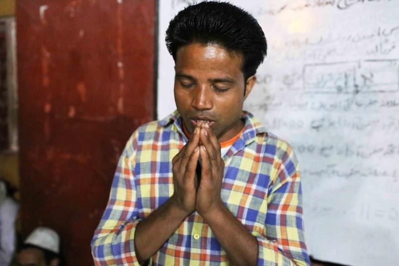 City Moment – The Solitary Man's Private Prayer, Hazrat Nizamuddin's Sufi Shrine
