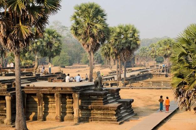 Angkor Wat, hot sun