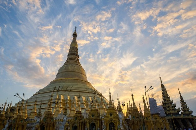 Sunset. Shwedagon Paya