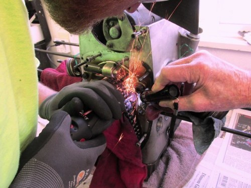 Grinding Pins Of Link in Timing Chain