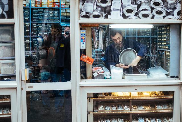 Istanbul: schroeven, bouten en moeren naar gewicht in Beyoglu