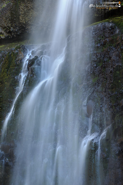 Multnomah Falls closeup