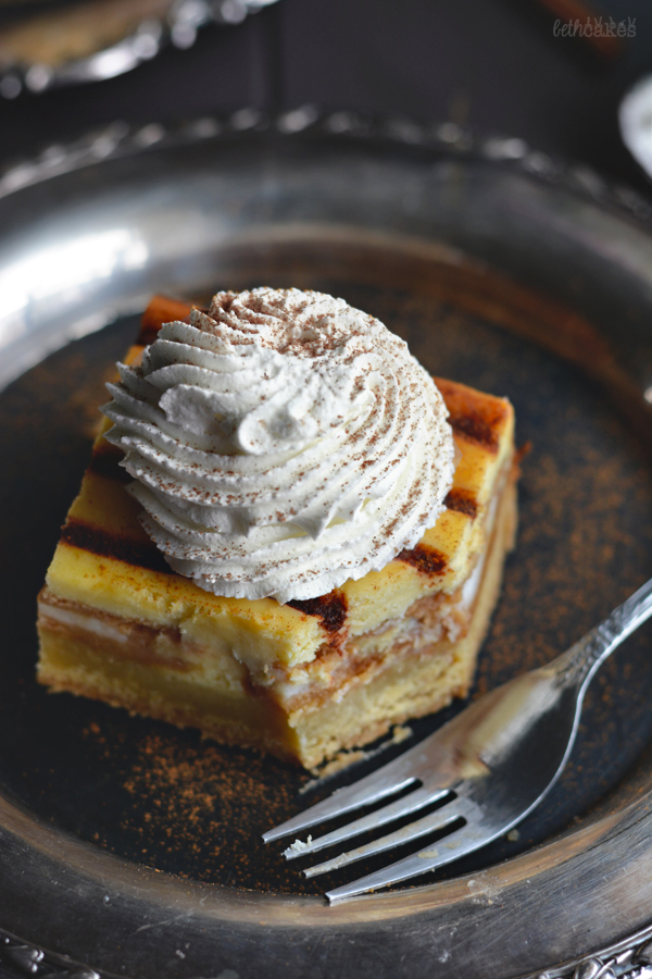 Cinnamon Bun Oreo Cheesecake Bars / bethcakes.com