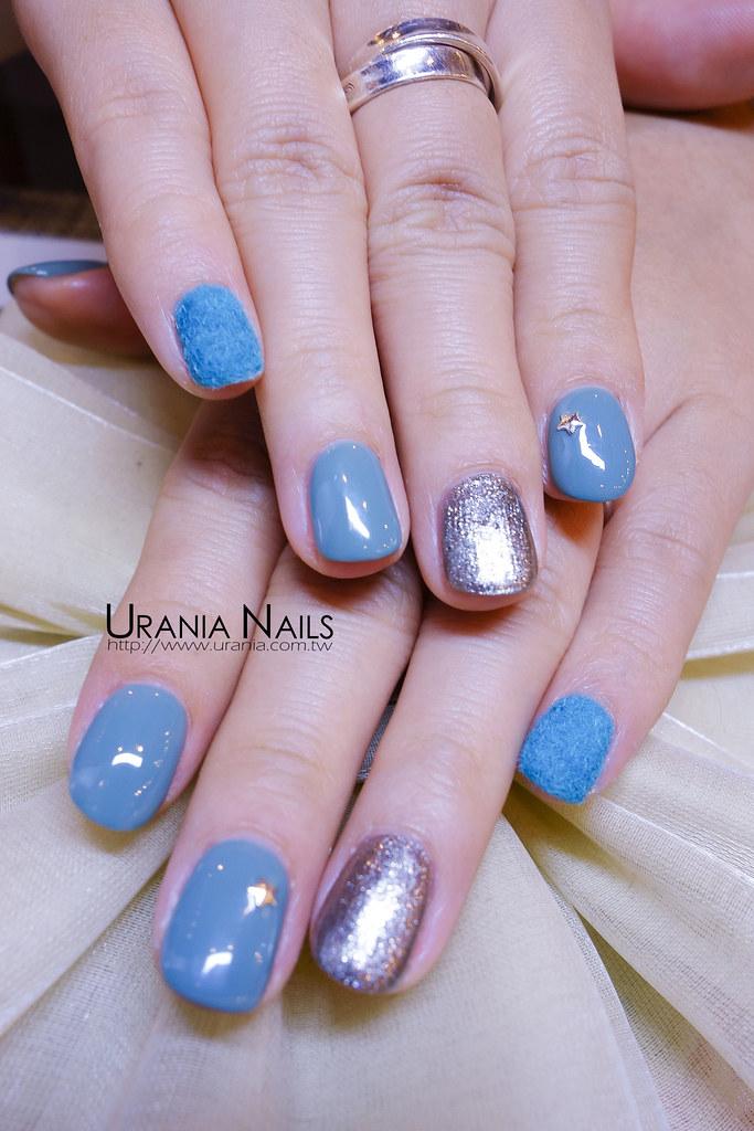 毛絨絨的凝膠指甲