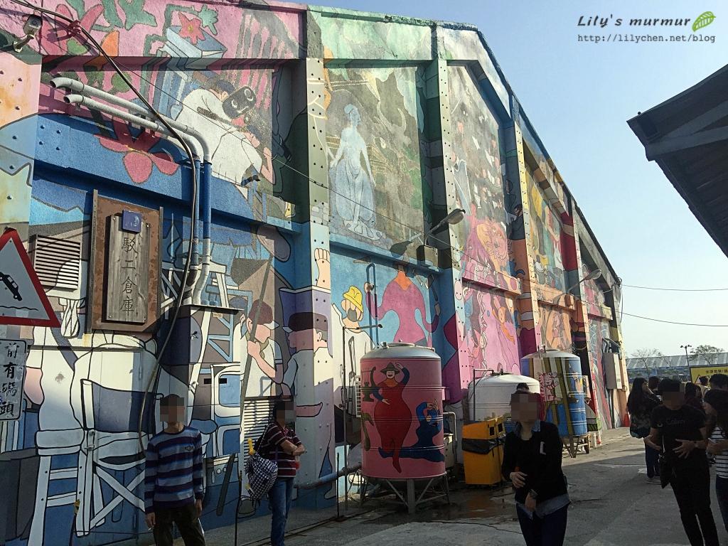 倉庫旁邊的彩繪作品也很讓我喜歡,但其實這邊是廁所的外面。XD
