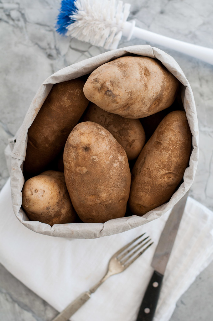 Baked potato ingredient and tools