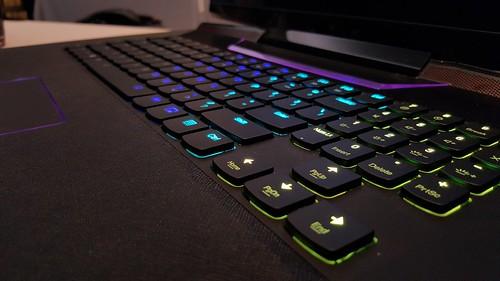 คีย์บอร์ดของ Lenovo ideapad Y900 เปลี่ยนสีได้สวยงามมาก