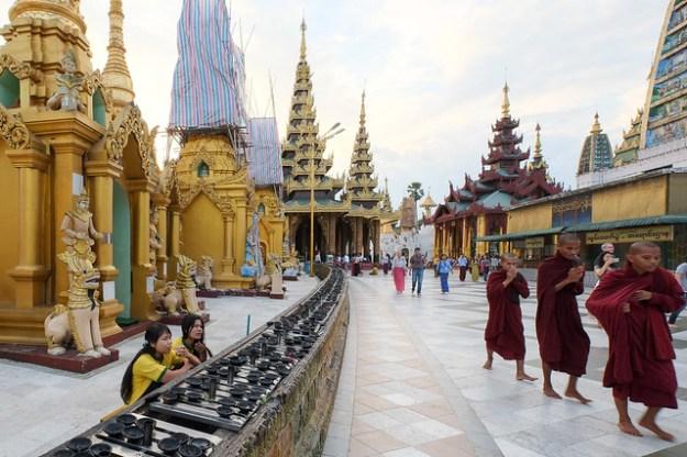 Monks. Shwedagon Paya