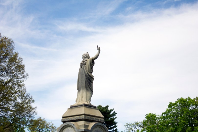 wilmington-brandywine-historical-cemetary-statue-pointing-heaven