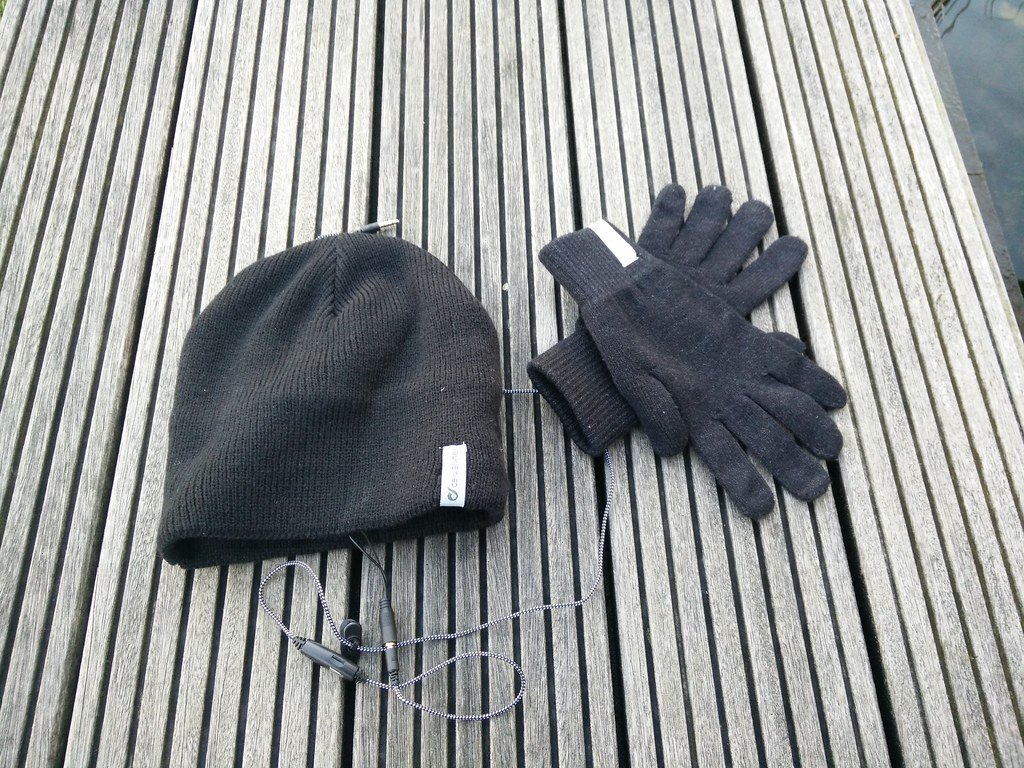 De Cellularline Music Cap en de Cellularline Touch Gloves, een mooi duo!