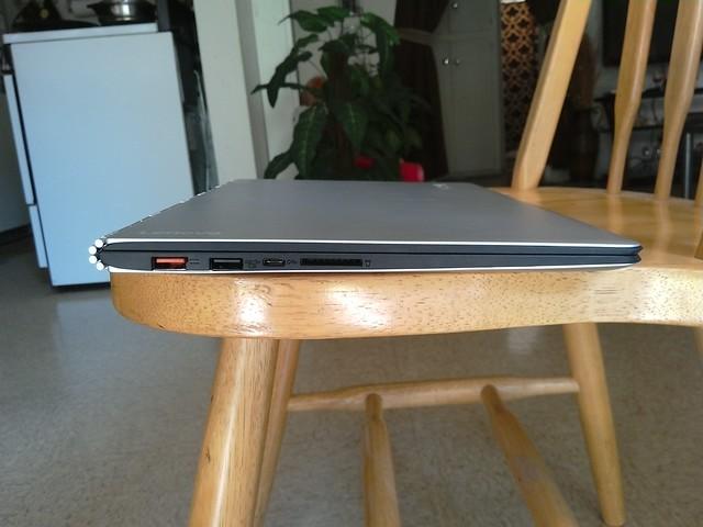 Lenovo Yoga 900 - left side