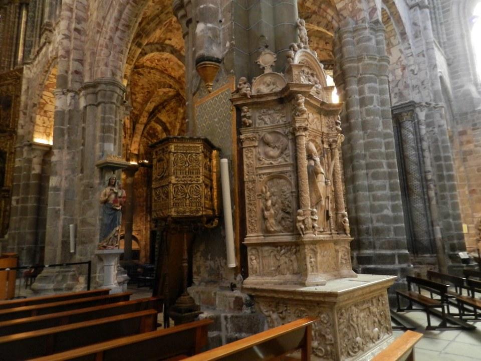 Interior Catedral del Salvador Avila 17