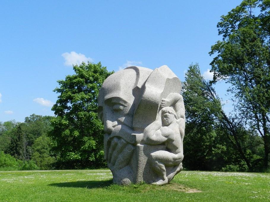 Museo Esculturas Parque Daina Turaida 02