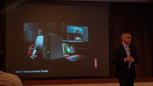 Y Series ของ Lenovo เป็น Gaming Family และมีที่จับมือเป็นพันธมิตรกับผู้ผลิต Gaming machine ดังอย่าง Razor ด้วย