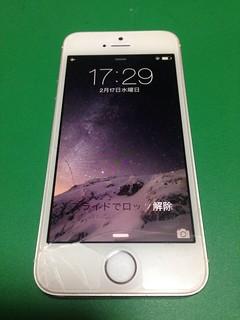48_iPhone5Sのフロントパネルガラス割れ&ホームボタンケーブル交換