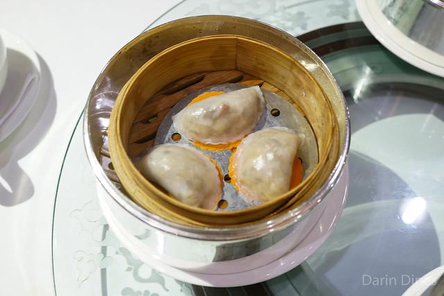 Steamed mixed fungus and Japanese cepe mushrooms dumplings