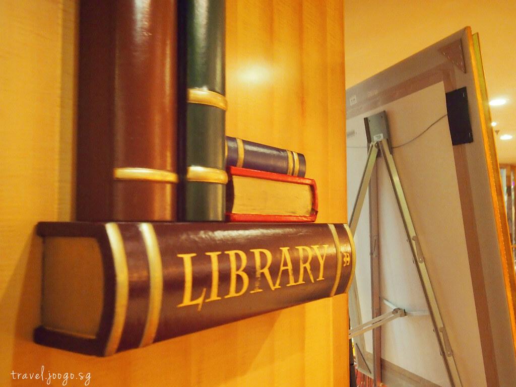 Library on Mariner of the seas - travel.joogo.sg