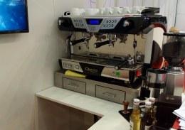 Siebträger Kaffeemaschine und Barista