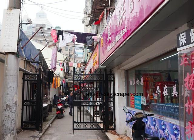 南京東路の裏 洗濯物