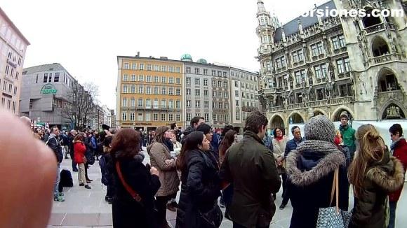 Frente al Neues Rathaus en Munich