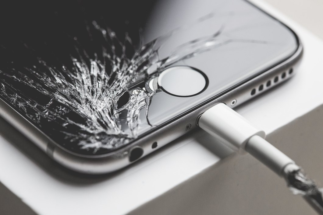 Imagen gratis de un iphone roto