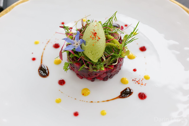 La betterave Duo of beetroot, apple and avocado, young herbs and green mustard sorbet