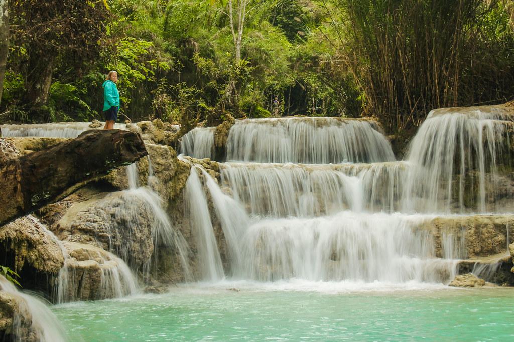 På opdagelse ved Kuang Si vandfaldene i Laos