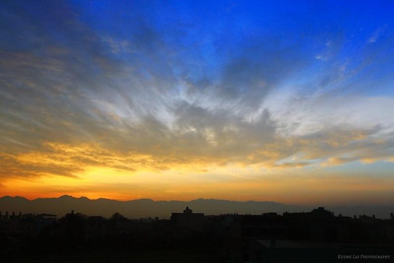 幻彩遠峰(magic sunrise clouds)