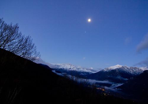 La luna sobre Eriste y la sierra de Chía