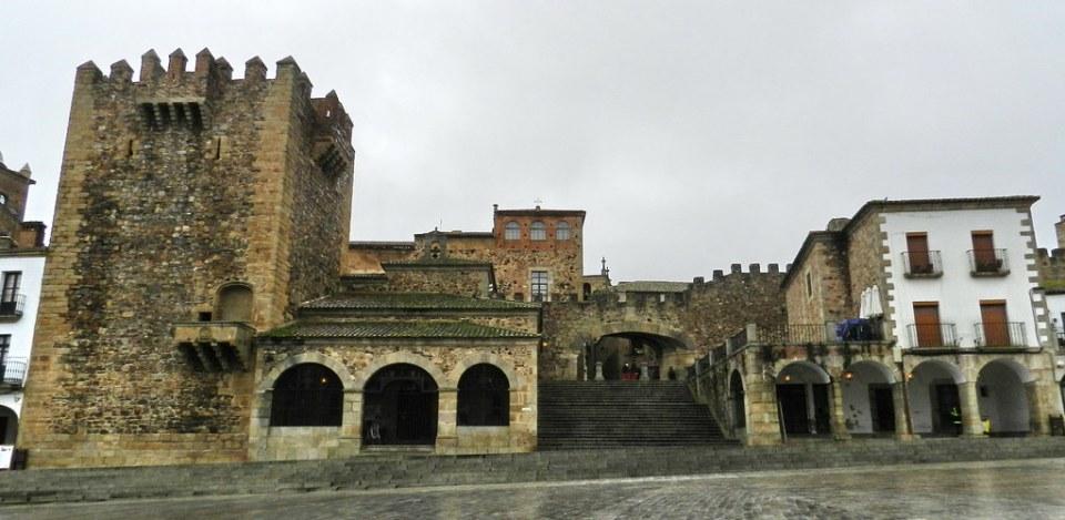 Caceres Plaza Mayor Torre Bujaco Ermita de la Paz Arco de la Estrella 04