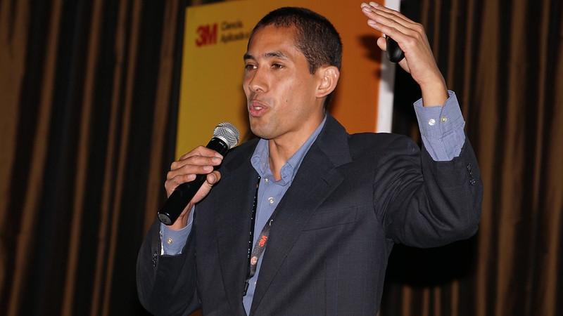 Conferencista Milton Guerrero