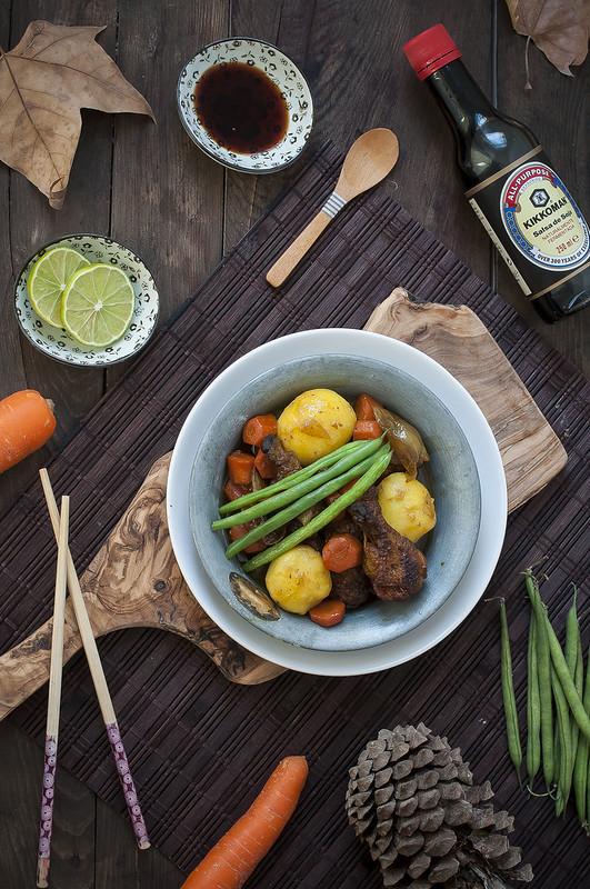 Receta de Alitas de pollo estofadas con soja y verduras