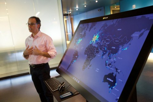 Surface Hub นี้ แสดงข้อมูลการคุกคามของมัลแวร์ต่างๆ ในระดับโลก