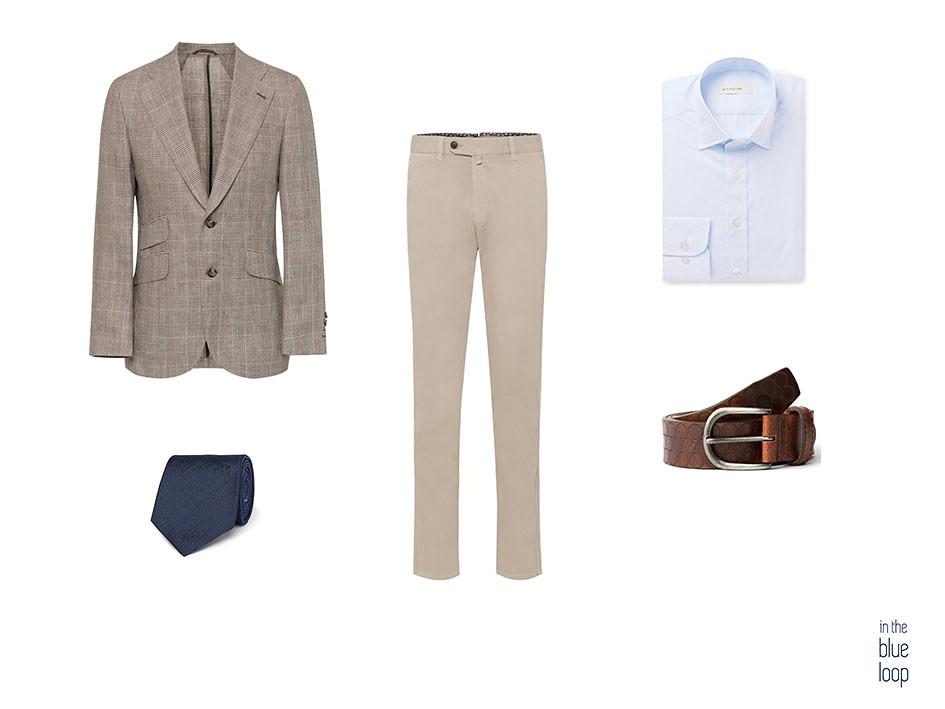Look smart-casual masculino de los 3 looks masculinos para saber cómo llevar los colores claros, con blazer de cuadros, chinos beige, corbata y camisa azul y cinturón nublo para hombre de blue hole