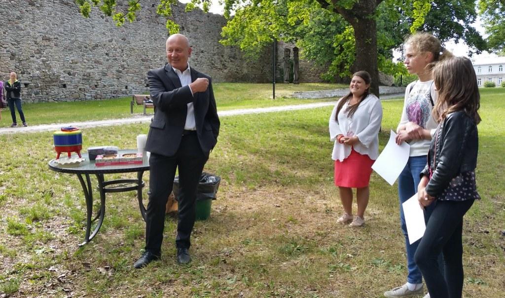 Haapsalu noorte kunstnike näitus Krahviaias