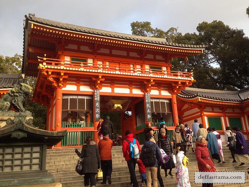 Babymoon ke Jepang - Yasaka Shrine Gate