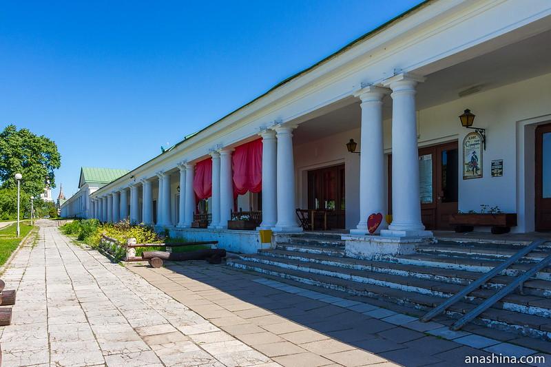 Западный фасад Торговых рядов, Суздаль