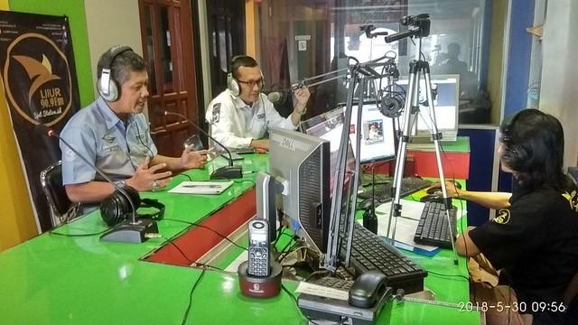 Anggota KPU Tulungagung Suyitno Arman saat menjadi narasumber dalam Talk Show