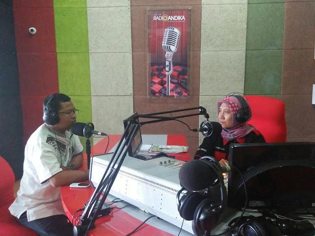 Ketua KPU Suprihno, M.Pd., saat talk show di radio Andika (31/5)
