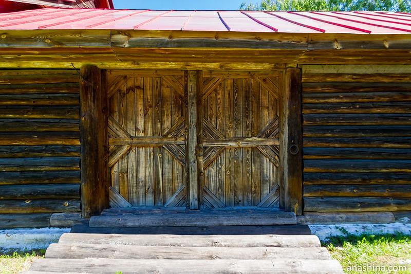 Ворота хозяйственного двора избы-двойни