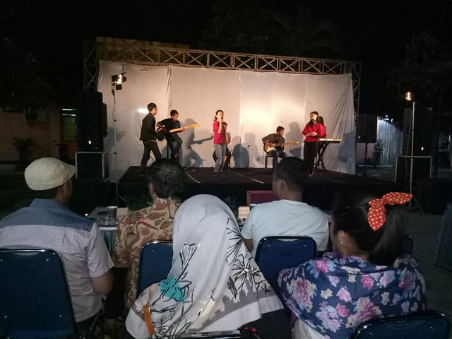 Suasana Sosialisasi Pilgub dan Pagelaran Seni di Halaman Kantor KPU Tulungagung (10/6)