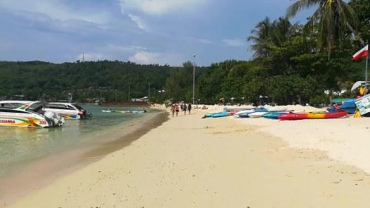 En la playa de  Loh Dalum, en Koh Phi Phi
