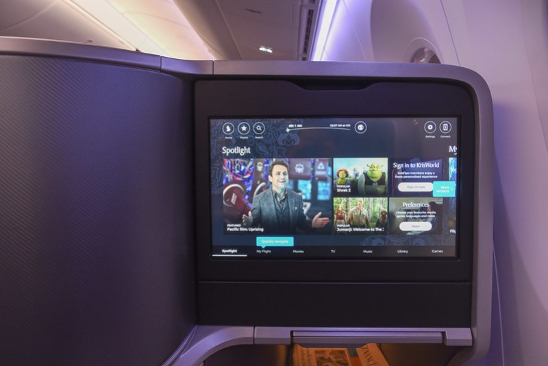 personal entertainment screen on singapore airlines dreamliner business class