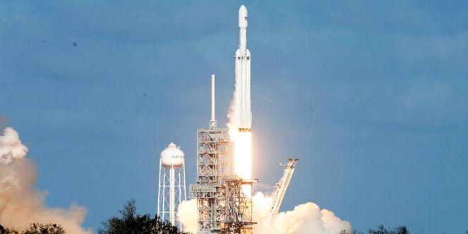 falcon-heavy-spaceX-contrat-satellite