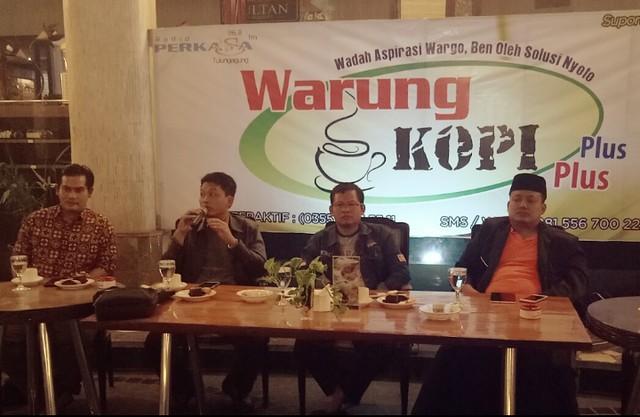 Ketua KPU Suprihno, M.Pd., (dua dari kanan) saat menjadi narasumber di acara WKPP Radio Perkasa FM di Crown Victoria Hotel (2/7)