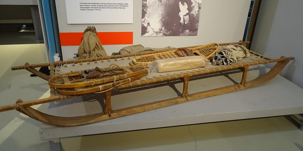 Trineo de madera y raquetas de caminar por la nieve Museo Skogar Medios de Transporte Islandia 26