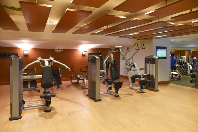 fitness center - shared between fairmont singapore and swissotel the stamford