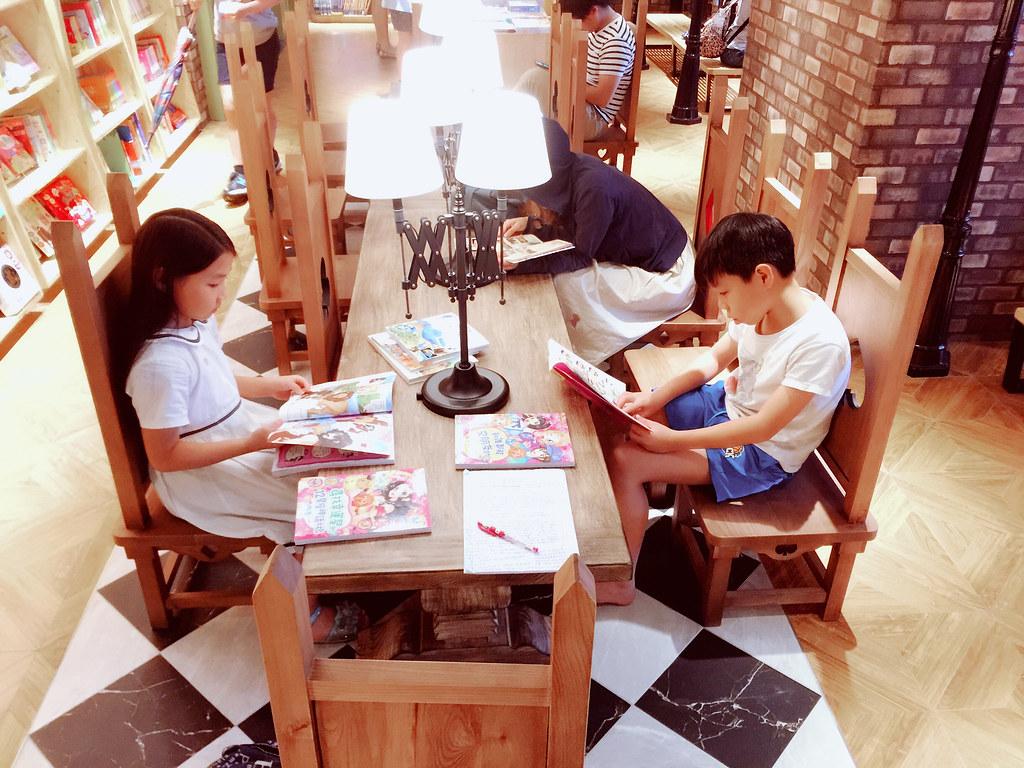 暑假生活。秀泰影城。小書房