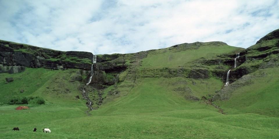 cascada vista en carretera de Smyrlabjorg a Reikiavic Islandia 05 fotos tomadas desde un autobus